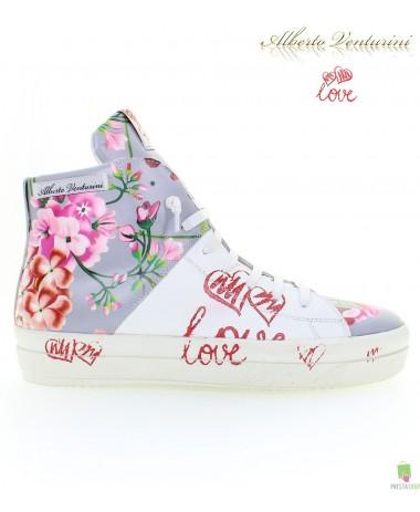 灰色运动鞋 ''Crazy Love''