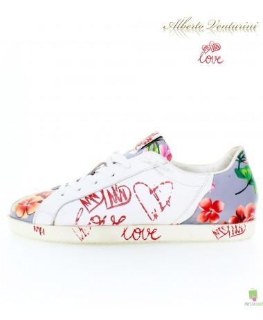 Graue Sneaker ''First Love''